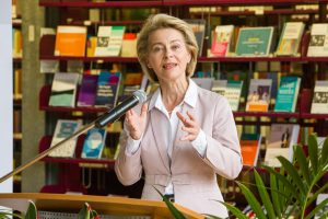 Dr. U.v.d. Leyen Mannheim 18 - 10